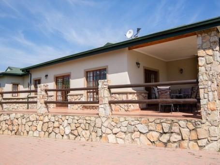 The Two Oaks - Oak Lodge